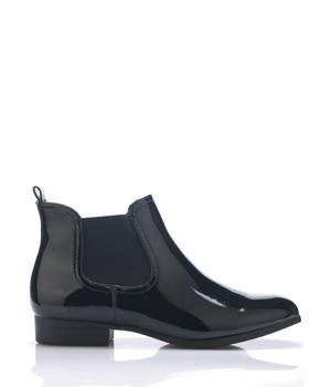 Černé lakované kotníkové boty s pérky Claudia Ghizzani
