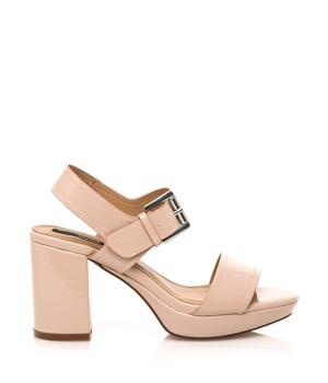 d57ab1bdf996 Tělové lesklé sandály na širším podpatku MTNG