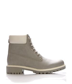 Šedé boty farmářky Claudia Ghizzani