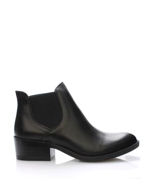 53f25d81b62 Černé italské kožené boty pérka V C