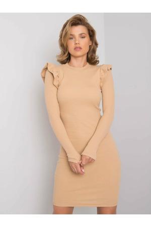Béžové šaty s volánky na ramenou