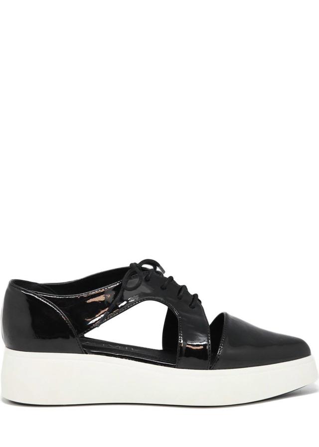 Černé boty na platformě s průstřihy Sixtyseven