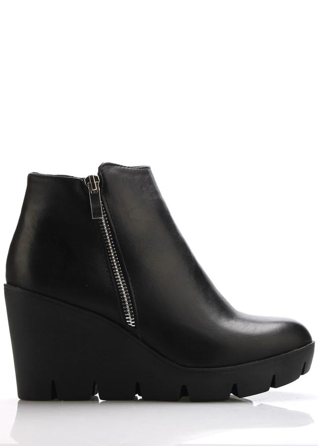 Černé boty na klínku se zipem Claudia Ghizzani