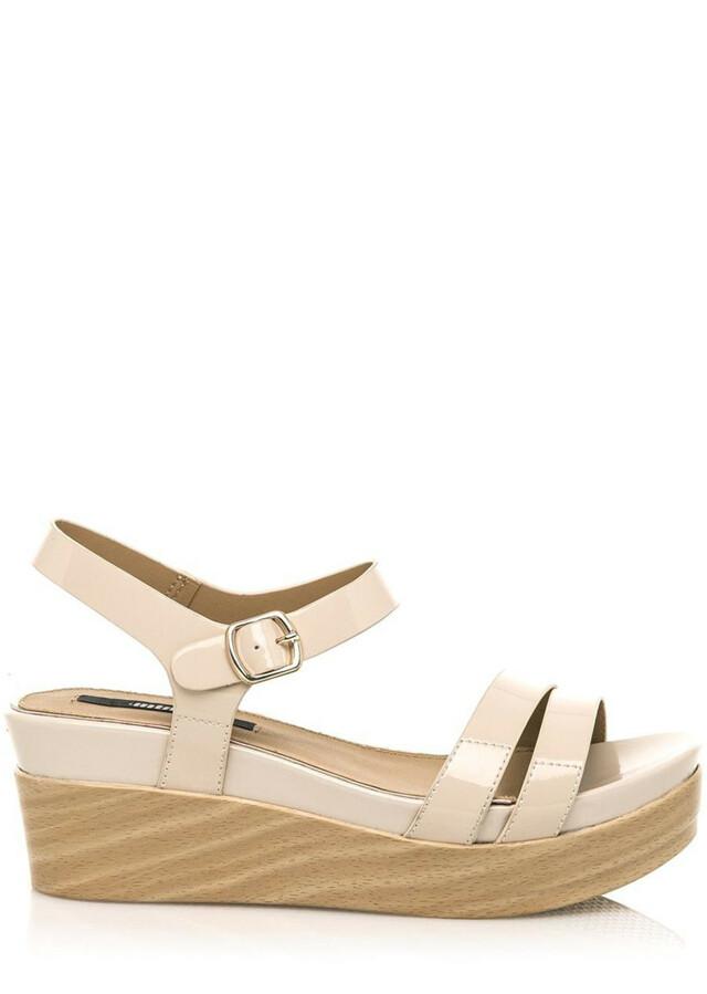 Leskle béžové sandály na dřevěné platformě MTNG
