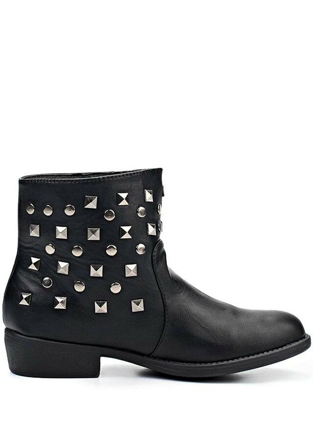 Černé kotníkové boty se cvočky Timeless 918f0b9577