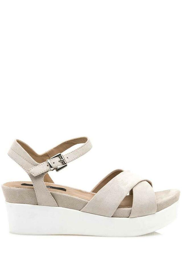 Béžové sandály na bílé platformě MTNG