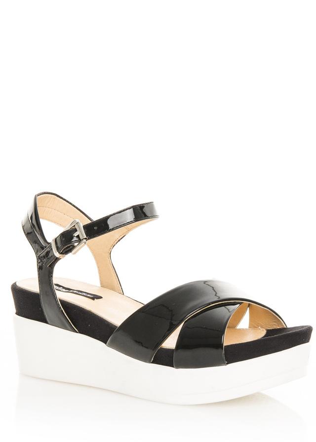 6b77da754976 Černé lakované sandály na bílé platformě MTNG 40(102130) - 4