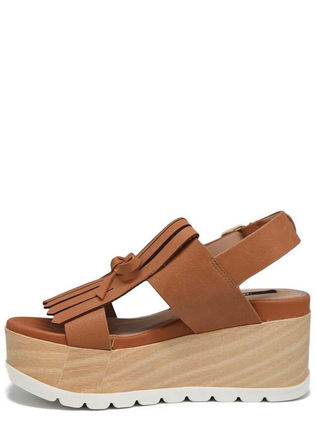 Hnědé sandály s třásněmi na platformě MTNG(574378) - 2 f6093303bf