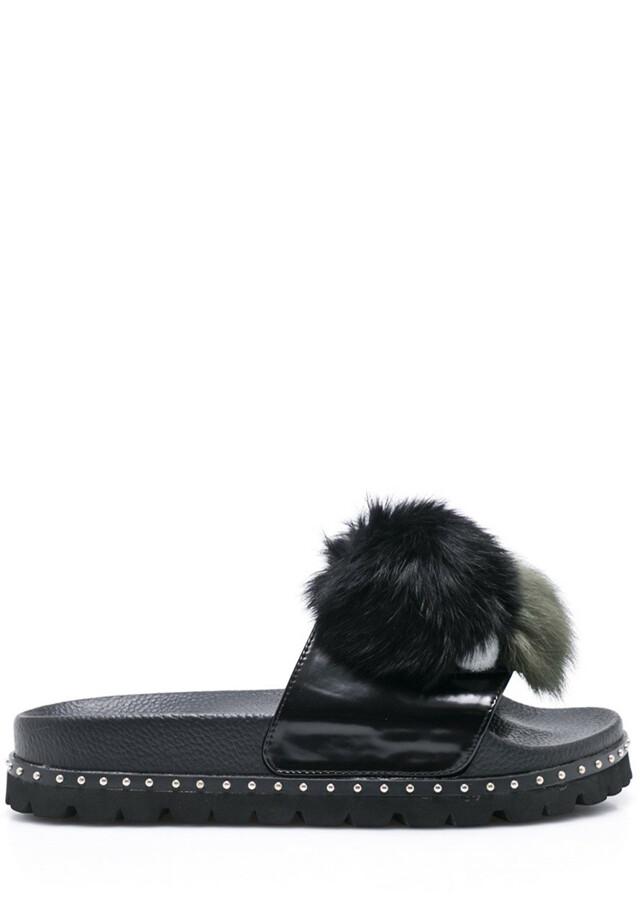 Černé pantofle s bambulkami Sixtyseven