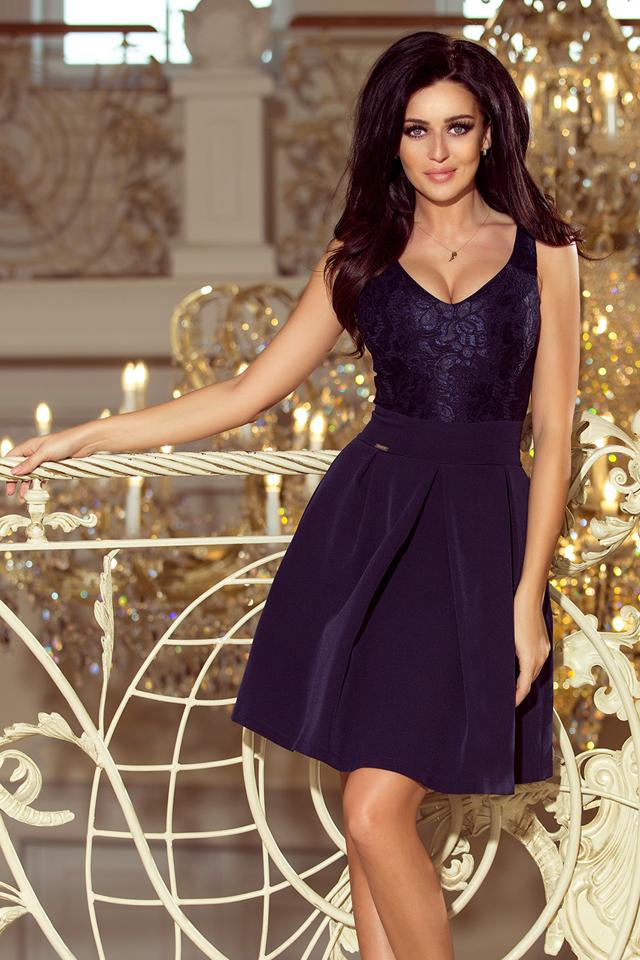 99bb03f4bfa0 Tmavě modré dámské šaty s krajkovým výstřihem a kontra záhyby 208-1 - S