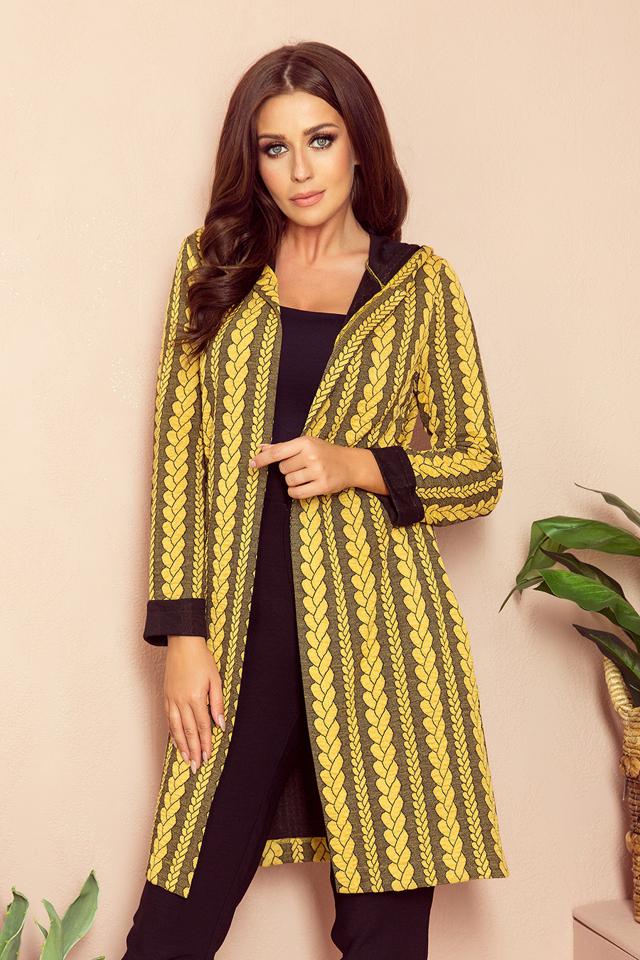 Teplý dámský přehoz přes oblečení s kapucí, kapsami a copánkovým vzorem model 7742330 - S