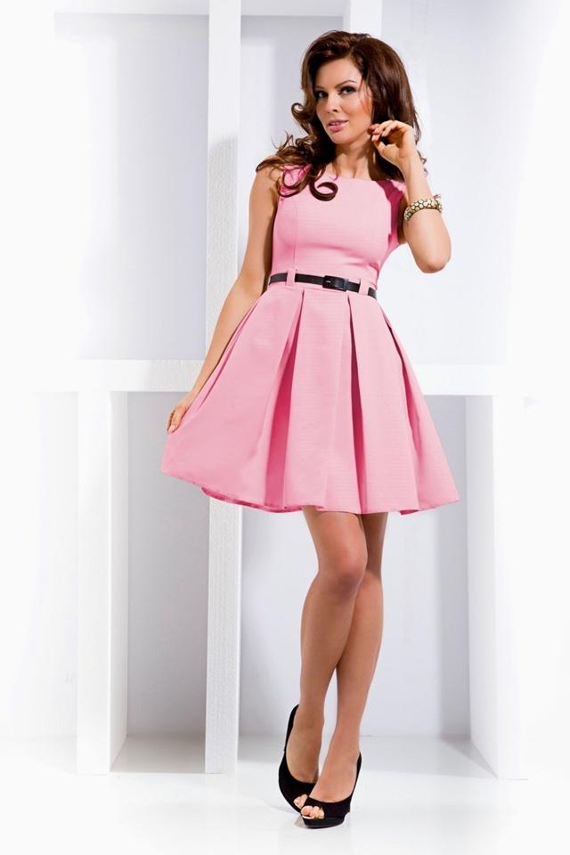 Pastelově růžové šaty s kontravolány 6-5