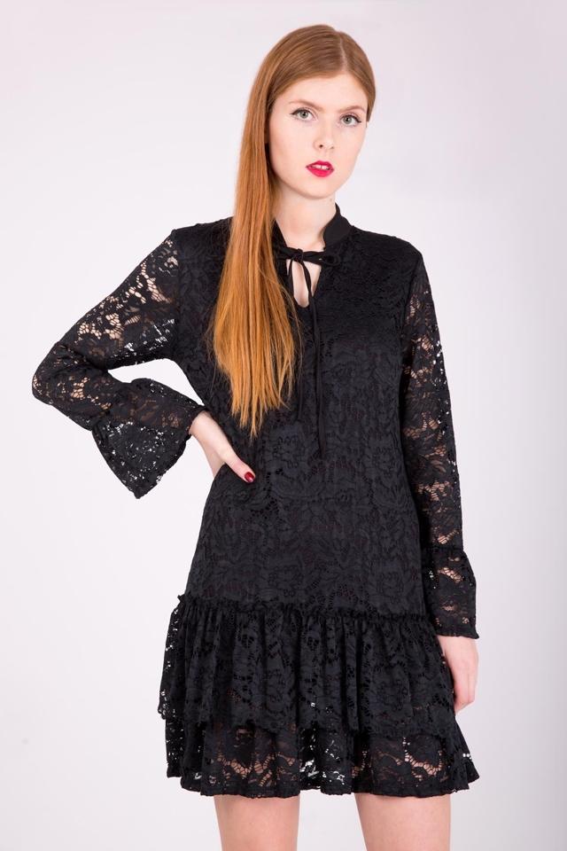 d66790de4b9c Dámské krajkové šaty s volánem - univerzální - Černá