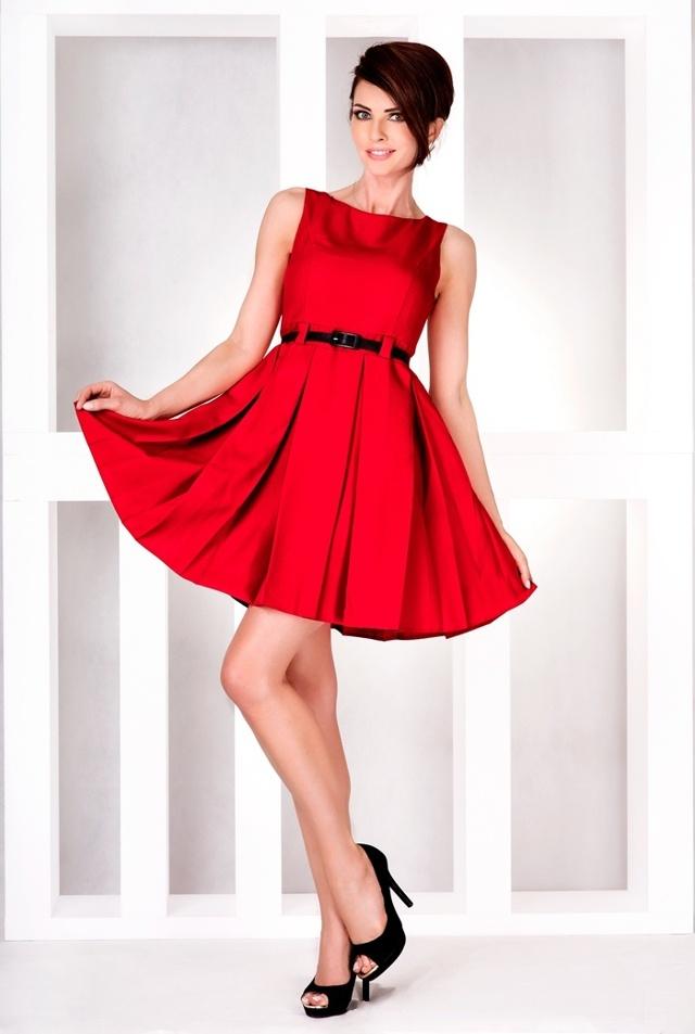 Červené šaty s kontravolány 6-11