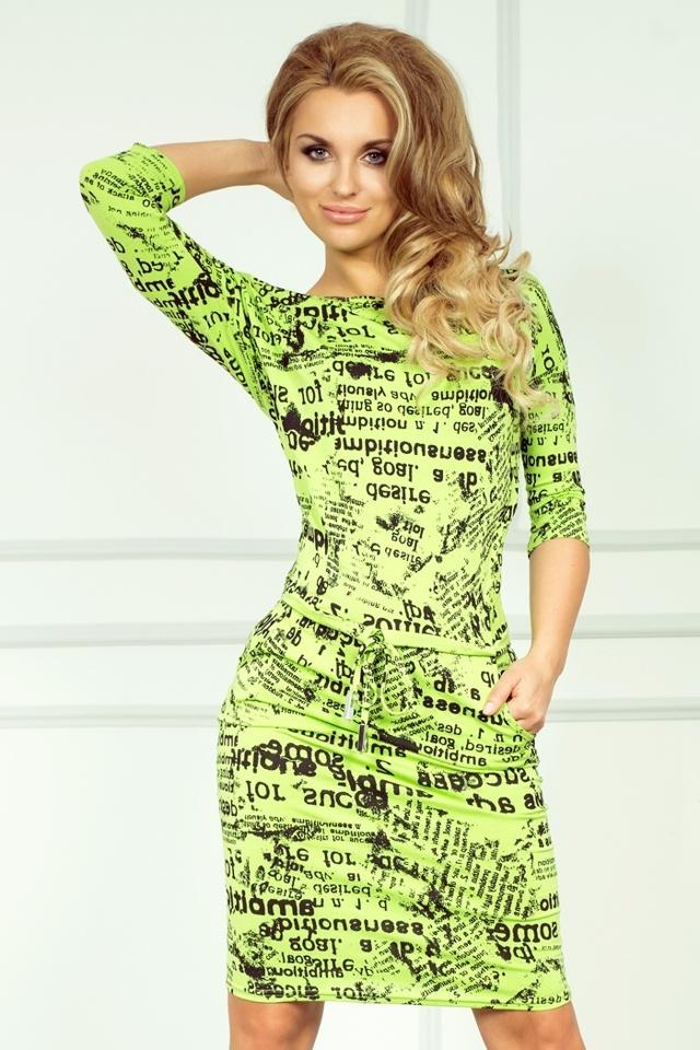 Zelené sportovní šaty s novinovými nápisy 13-24
