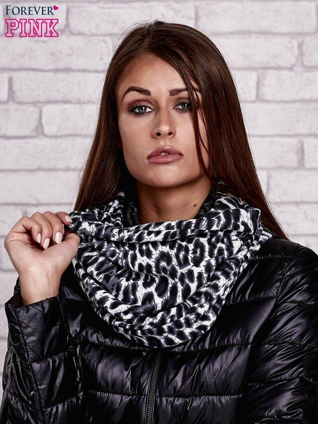 Dámský tmavě modrý šátek s leopardím vzorem - jedna velikost