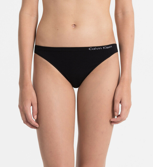 Tanga Pure Seamless QD3544E černá T|O Calvin Klein