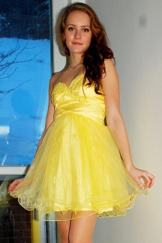 Krátké plesové šaty - L