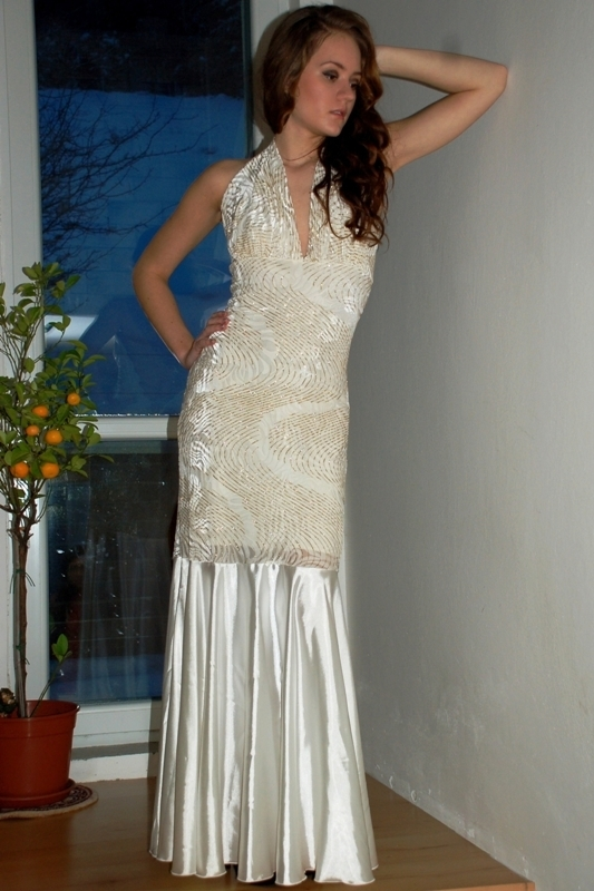Dlouhé šaty na ples - S