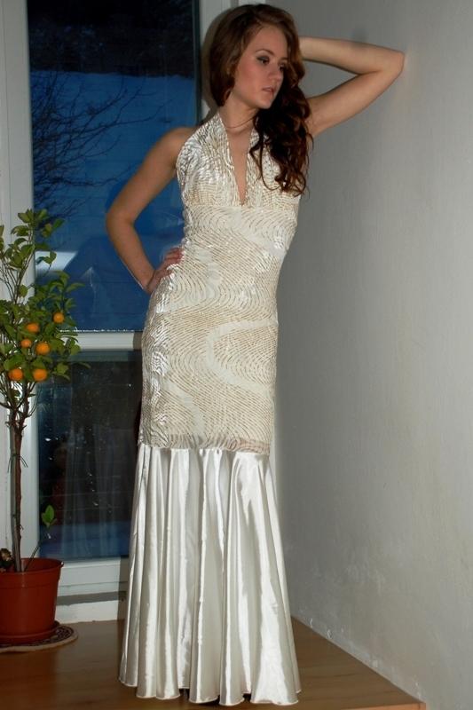 Dlouhé šaty na ples