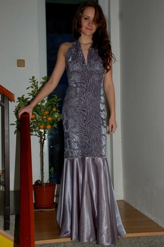 Dlouhé šaty plesové - S