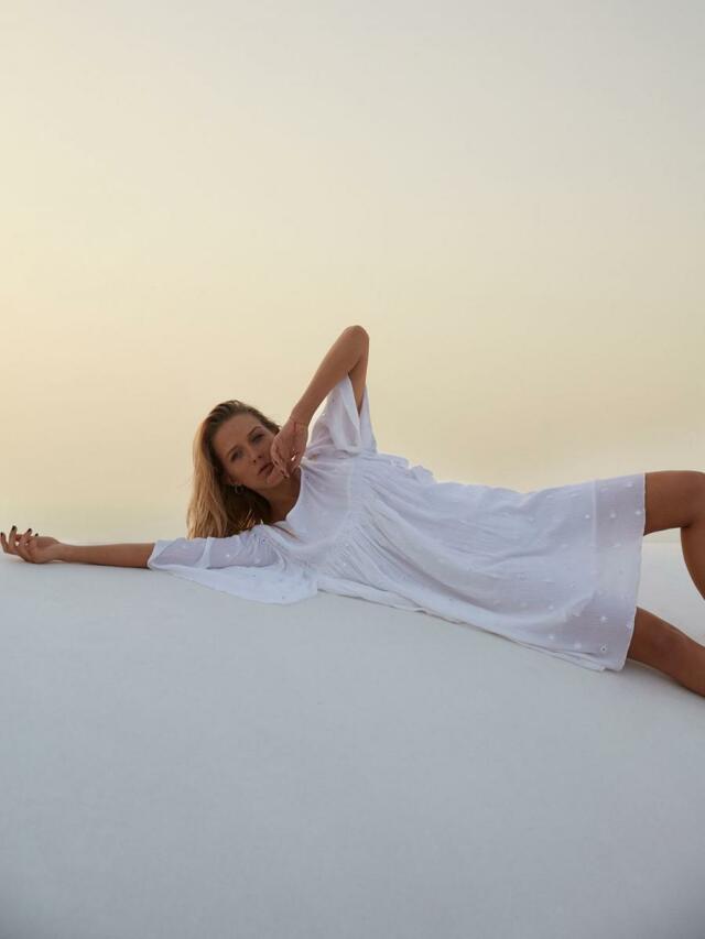 Top Secret šaty dámské bílé s netopýřím krátkým rukávem - 38