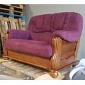 Luxusní pohovka - dvojsedák ROMA v kombinaci dřevo a fialová látka - AKCE (481060) - 8