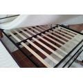 Manželská postel 180x200 cm v dekoru antická třešeň a černé barvy s roštem KN811 (570631) - 2