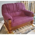 Luxusní pohovka - dvojsedák ROMA v kombinaci dřevo a fialová látka - AKCE (481060) - 4